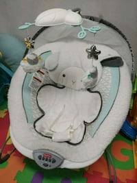 baby's gray and white bouncer Vaughan, L4K 2B8
