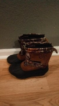Size 3 ozark trail snow boots never warn Indianapolis, 46237