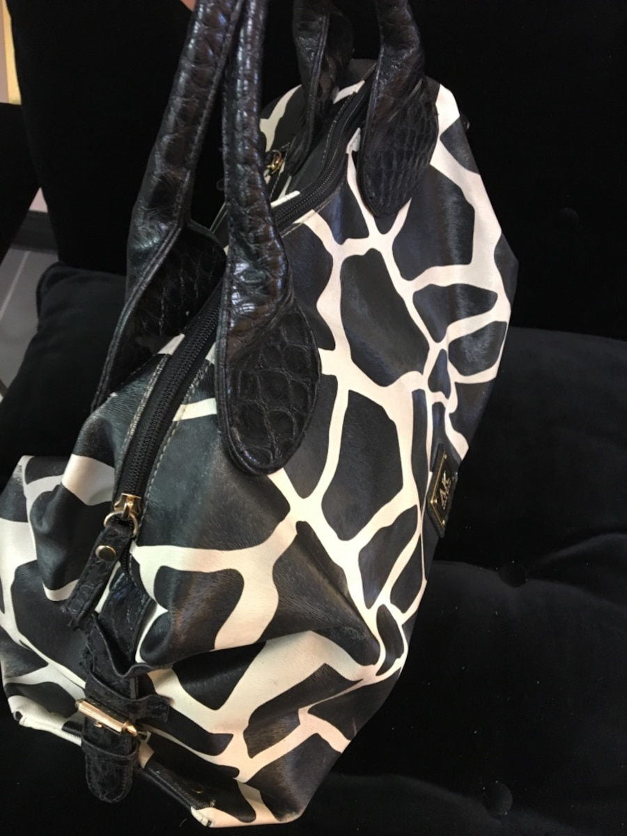 Black and white AK hand bag - New Westminster