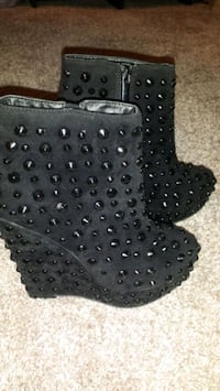 New... women's blk studded wedge boots  Minneapolis, 55428