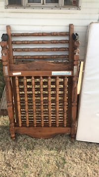 Solid Wood Baby Crib 40$ Bakersfield, 93312