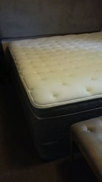 black and white bed mattress London, N5X 1K1