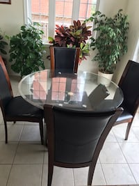 Dining table and chairs Brampton