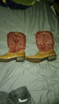 pair of brown leather cowboy boots Friendsville, 37737