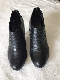 Woman's black leather ankle boot heels Mississauga, L5M 2Y9