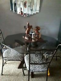 Glass kitchen table with 4 chairs Barrie, L4N 7N2