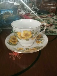 Vibtage teacup with saucer, England Laval, H7G 2W7