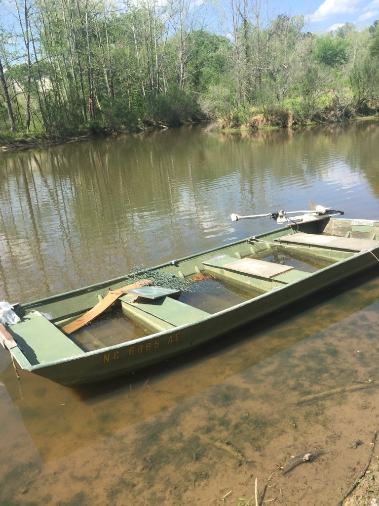 Letgo green motor boat read description in wake forest nc for Green boat and motor