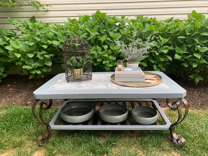 Coffee table 11b7cd6a-553a-4178-8038-e4c0242f3c0d