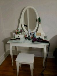 Dressing table Montréal, H3H 1Z9