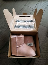 Baby uggs shoes size 2.5US