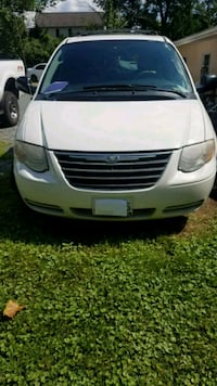 Chrysler - Town & Country - 2007 Fairfax