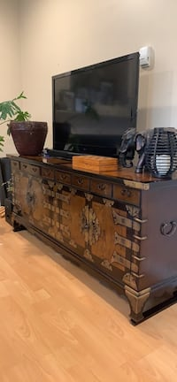 Solid wood console / Asian furniture Coquitlam, V3K
