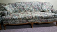 Sofa with 2 matching cushions  Vaughan, L6A 1E8