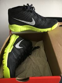 10.5 M black and green nike running shoe Montréal, H1M