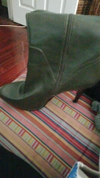Green leather heeled boot size 8 1/2