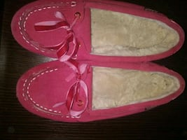 Cabellas leather slip on shoes