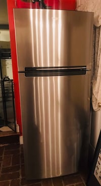 Monochromatic Stainless Steel Whirlpool Refrigerator (top freezer )- basically new Nashua, 03064