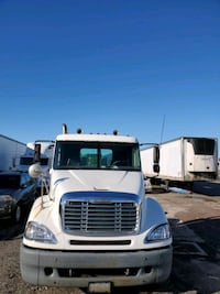 2004 freightliner Columbia daycab. Mileage is under 700 thousand.