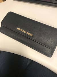 michael kors black wallet  Southington, 06489