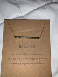 NWT 'Balance' Gold Necklace  Toronto, M6S 2H4