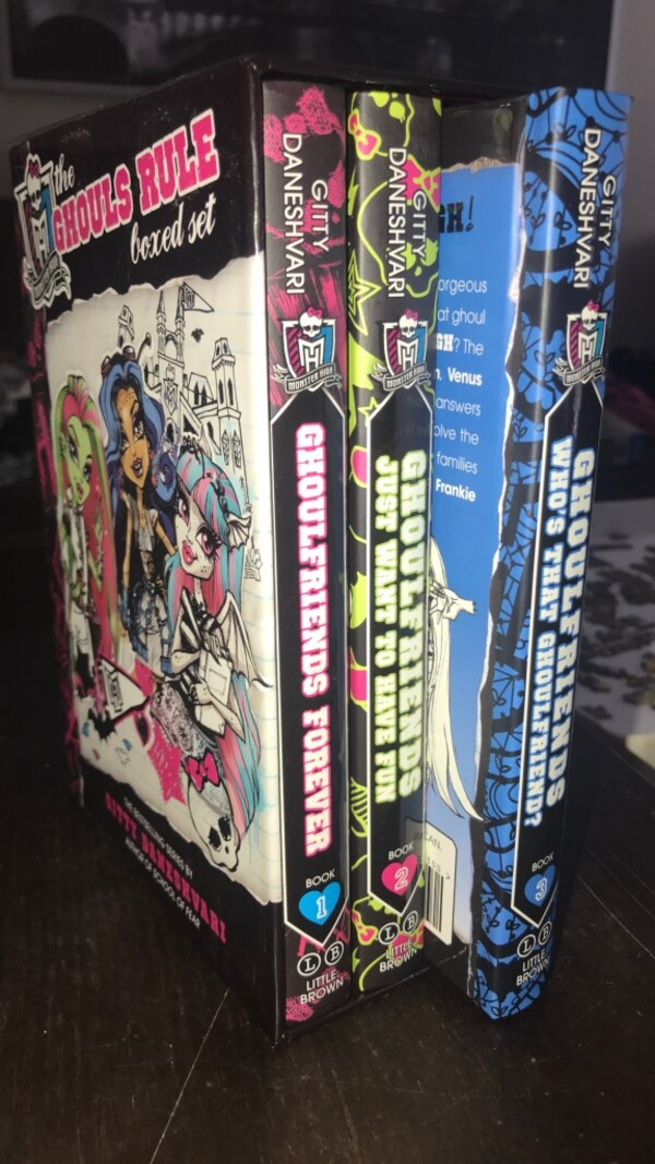 Monster High Ghouls Rule book set excellent condition 0bcfae6d-697e-46e3-a10a-88f7f69f4033