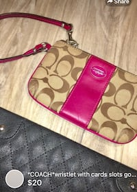 *COACH*wristlet with cards slots good condition London, N5W 1E8