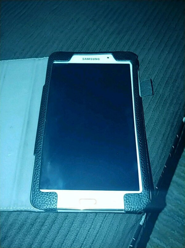 Samsung galaxy A tab 4. Barely used. Comes with leather case f0ff4154-ffd9-466d-aeb2-fa7d73158d19