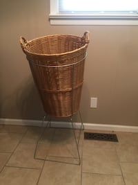 EUC Wicker Basket With Metal Stand