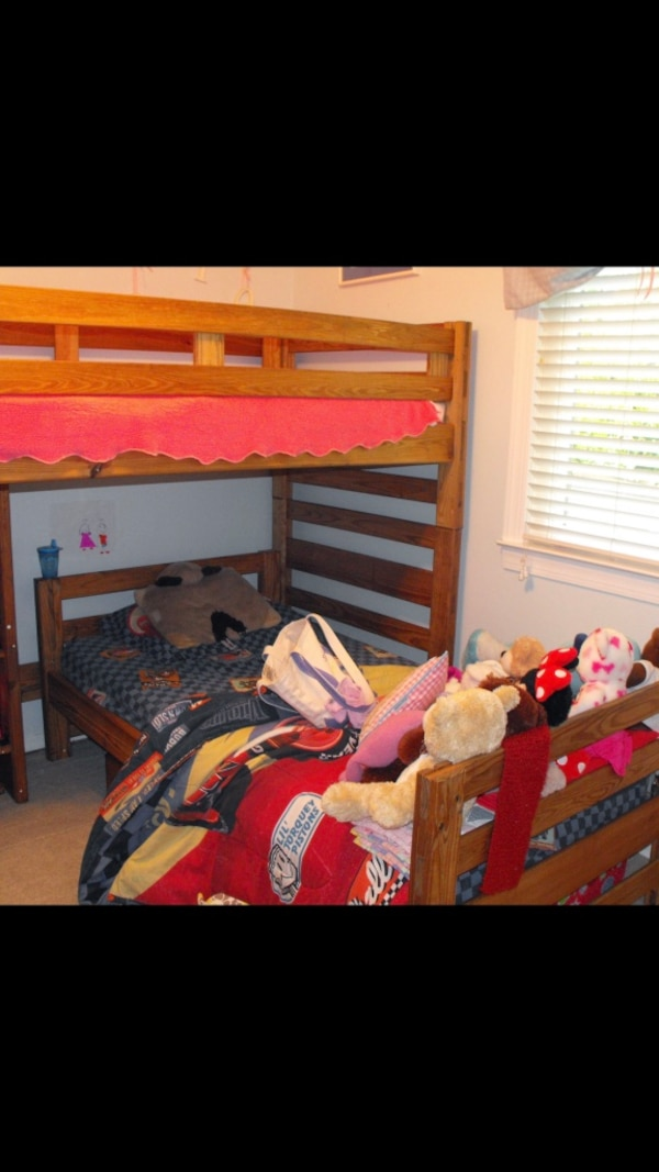Twin bunk bed set with under bed drawer 3d5ec892-dbd3-4f9f-8c6e-2cf24ccc5ffc