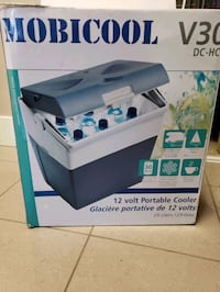 Electric portable cooler and warmer  Markham, L3T 1S3