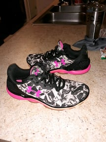 Womans Under Armour running shoes