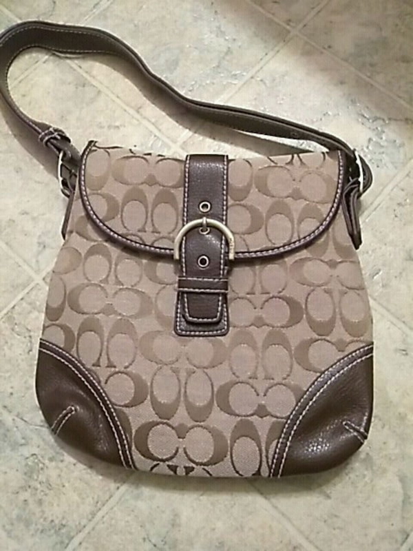 coach bag. pick up only !!