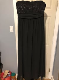 Black Lace Prom Dress (Size: M)