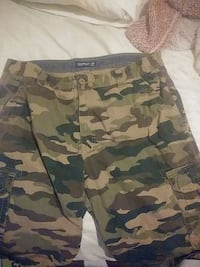 army shorts comes with a belt 8 shirt Louisville, 40211