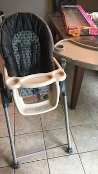 Baby's white, black and gray highchair Rancho Cordova, 95742
