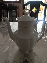 Beautiful vintage teapot Toronto, M9C 3S9