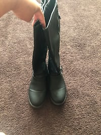 Pair of black leather boots Milwaukee, 53211