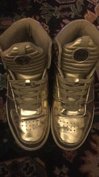 Gold shoes in good condition  Montréal, H3N 2N2