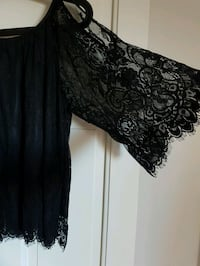 Off Shoulder Lace Blouse (size S) Oslo