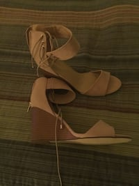 Suede pink wedge sandals size 9 Alexandria, 22312