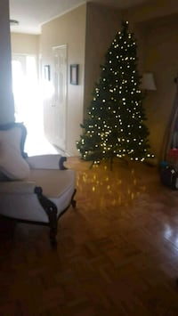 7.5 foot Christmas tree multi colours Caledon, L7E