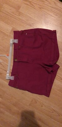Women short size 10 St Catharines, L2R 3M2