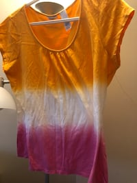 $3 only Large petite fancy tshirt see pics pick up outside my place  Burnaby, V5E 0A6