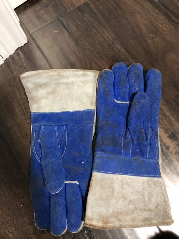 Two pairs of welding gloves  ff810044-8c36-47f4-8890-c1c8dde61f21
