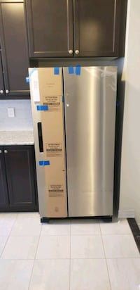 white side by side refrigerator with dispenser Brampton, L6X