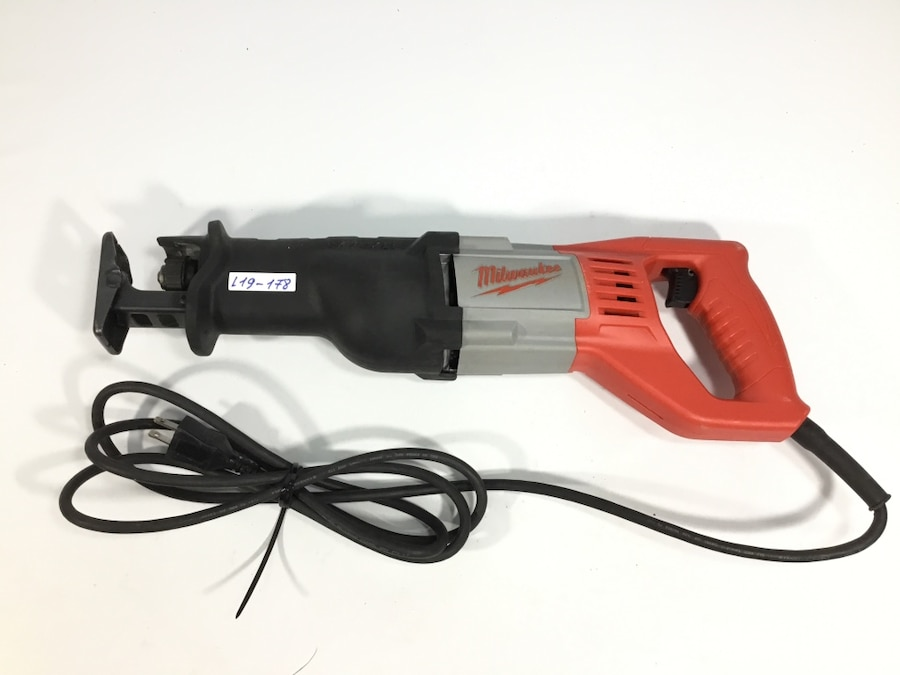 NEW MILWAUKEE 6519-31 SAWZALL 12 AMP ELECTRIC RECIPROCATING SAW 12 AMP WITH CASE