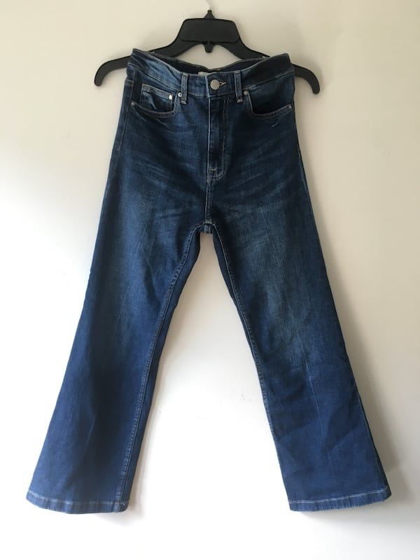 Highwaist stretchy jeans med sleng 53c5be1a-4c2f-4cec-93ae-bc93c2678d22