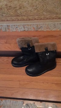 pair of black leather boots North Attleboro, 02760