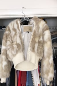 Size Med-faux furs jacket Fairfax, 22030